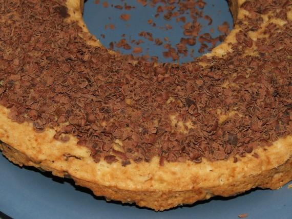 круглый кекс с тертым шоколадом