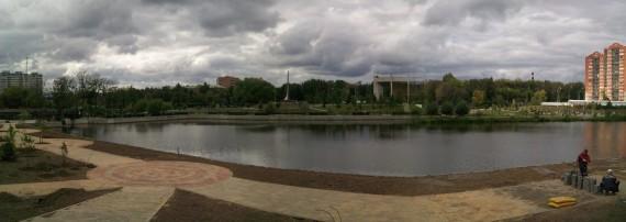 панорама реки Яузы в пасмурную погоду