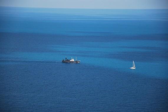 корабль и яхта